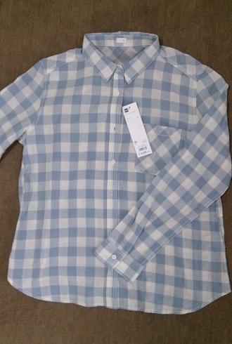 GU ブルーのチェックシャツ