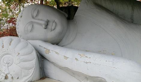 ポロンナルワ ガル・ヴィハーラの巨大釈迦横臥像