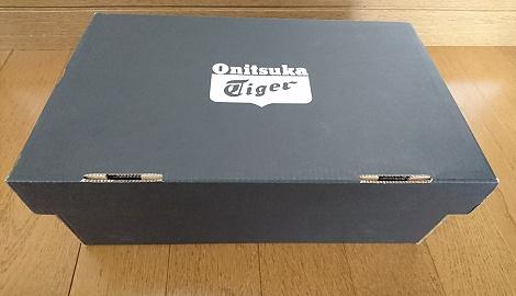 オニツカタイガーのスニーカーパッケージ