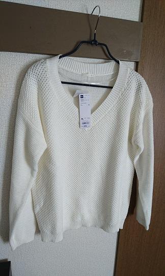GUのワッフルVネックセーター