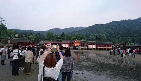 厳島神社で藤井フミヤがコンサート