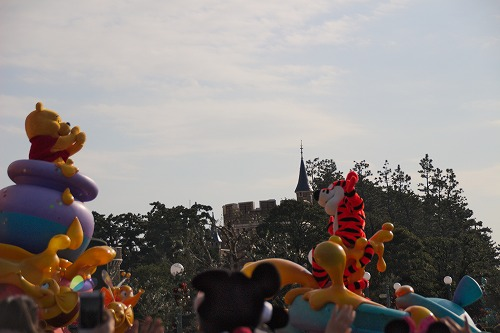 くまのプーさんとシンデレラ城
