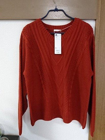 GUのケーブルVネックセーター