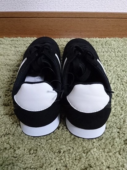 GUのラインスニーカー(黒)