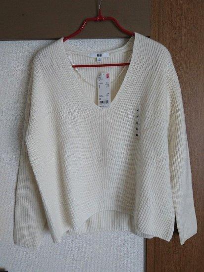 ユニクロのカシミヤブレンドVネックセーター