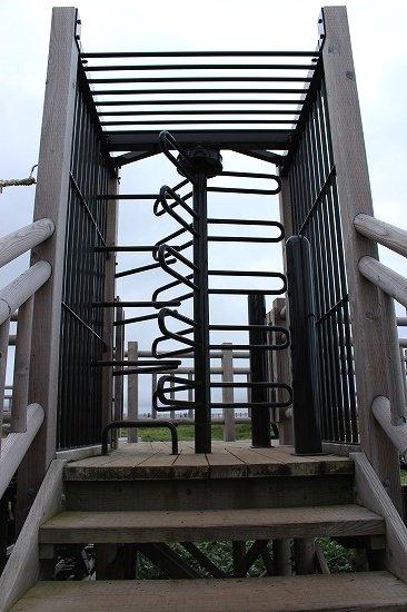 知床五湖の地上遊歩道から高架木道への入口