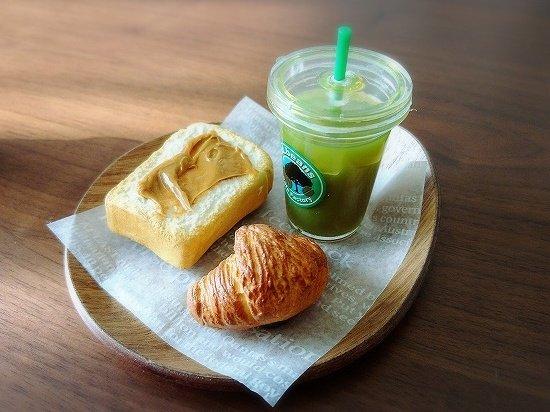 ミニチュアパンとミニチュア抹茶ラテ