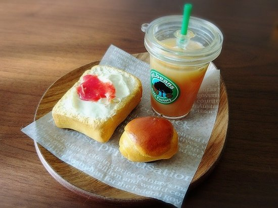 ミニチュアパンとミニチュアキャラメルマキアート