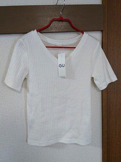 GUのリブVネックT(半袖)
