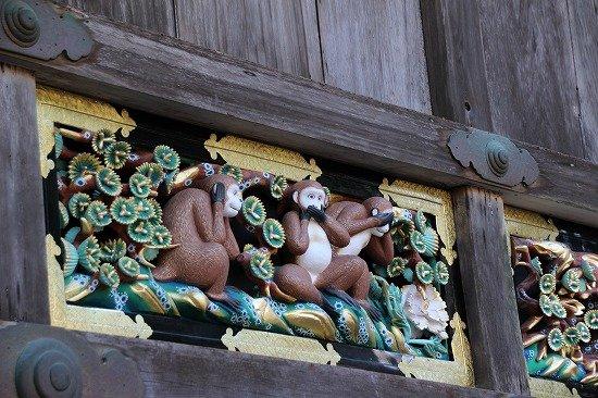 紅葉シーズンの日光東照宮 三猿