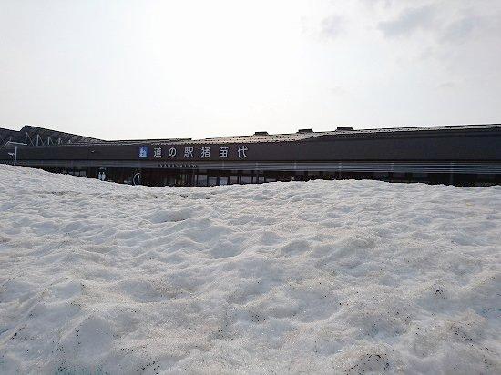 雪の残る道の駅猪苗代
