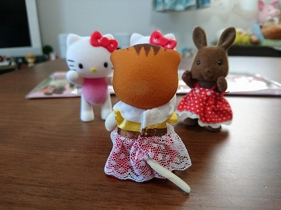 ダイソーのキティちゃんとシルバニア女の子用の服
